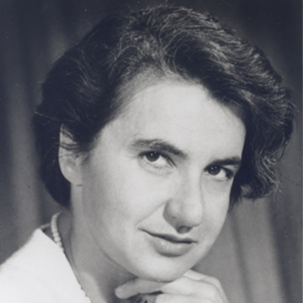 A chemist &amp; X-ray crystallographer, Franklin led research on molecular structures of viruses  http:// ow.ly/4jWH302v6pY  &nbsp;   #womeninstem <br>http://pic.twitter.com/ZaJF7Wi5EA