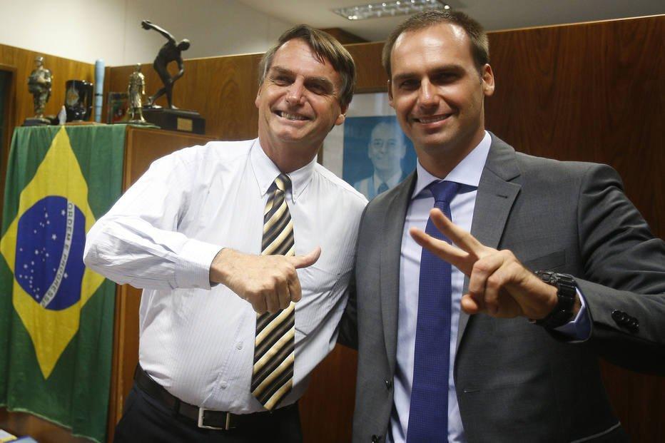 Em projeto de lei, filho de Bolsonaro propõe criminalização do comunismo https://t.co/I30C0JkYU3