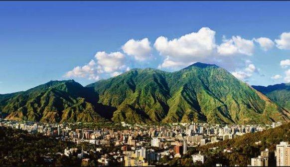 Mi amada #Caracas esta mañana. My beloved Caracas, #Venezuela this morning. #VenezuelaLibre<br>http://pic.twitter.com/dfFnbhwJGZ