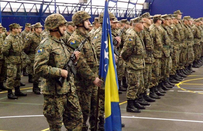 Manchester City a dépensé plus pour sa défense cet été (183M€) que la Bosnie pour sa défense militaire chaque année (180M€).