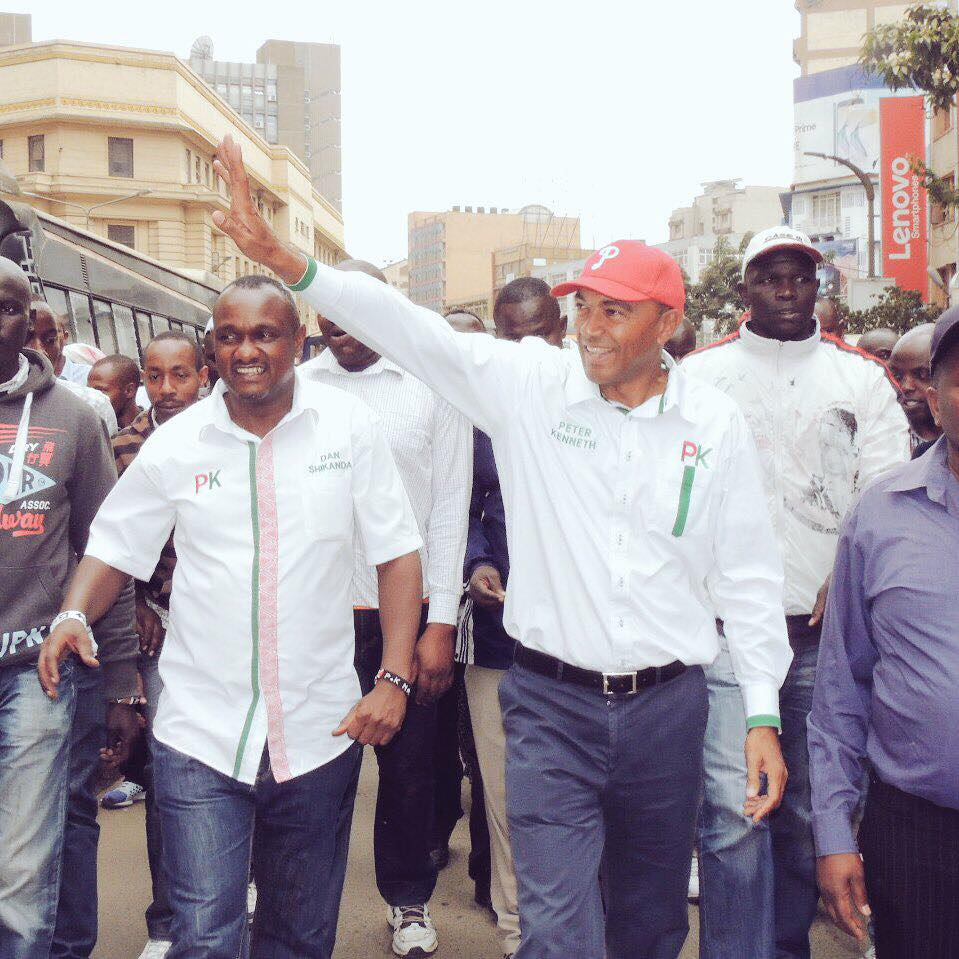 In unison at CBD they have vowed to vote in the change maker Gov. @Peter_Kenneth and his deputy @danshikanda #PKtanofresh #NairobiStandUp.<br>http://pic.twitter.com/Z7O0tK286o