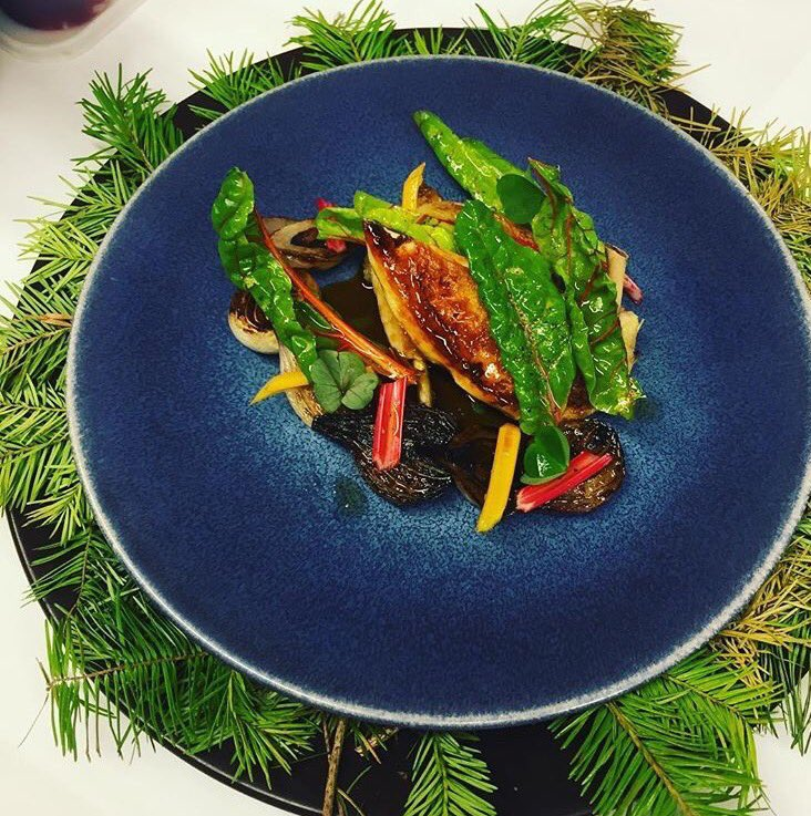 Our #London agents spied this Breast &amp; Confit Leg of Corn Fed Poussin,Grelot Onion, Douglas Fir &amp; Rainbow Chard at @LAutrePied #today <br>http://pic.twitter.com/OduGjJlmVh