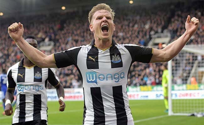 Who is the better player?  RT - Matt Ritchie. Like - Aiden McGeady.  #NUFC. #SAFC.<br>http://pic.twitter.com/mpEsy6awHb