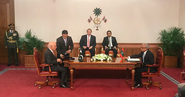 #Live Agreement signing between the #Maldives and #Pakistan<br>http://pic.twitter.com/9W27YcaJs0
