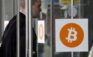 Here is Your Guide To Buy #Bitcoin in #UK @TelegraphTech #blockchain #fintech #defstar5 #makeyourownlane #Mpgvip  http:// bit.ly/2vUNeHh  &nbsp;  <br>http://pic.twitter.com/06W0vmbjrp