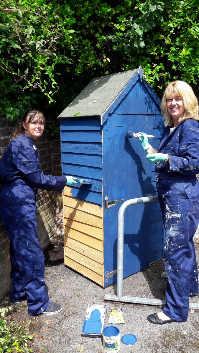 Team building for the Volunteer Service, building &amp; painting a shed for the tools #volunteering #employeevolunteering #greatteam  <br>http://pic.twitter.com/M26hfA3zu0