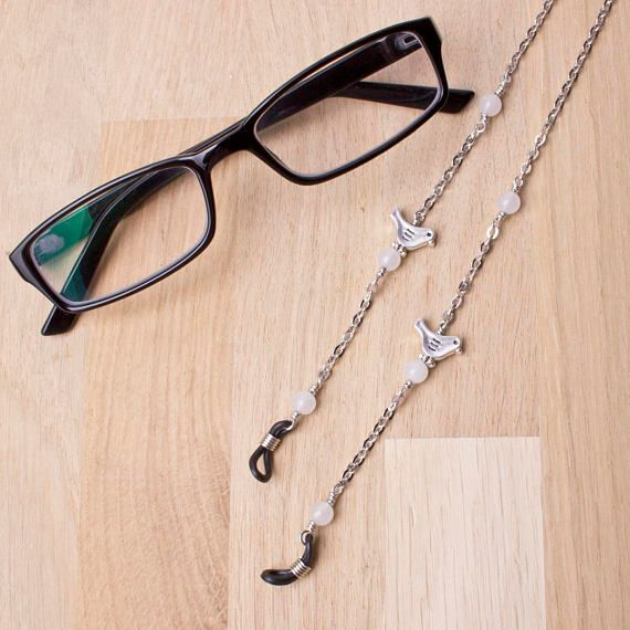 New! Silver bird gemstone eyeglasses holder chain -White agate glasses lanyard  http:// buff.ly/2uU8JLM  &nbsp;   #glasses #eyewear #etsy #etsychaching<br>http://pic.twitter.com/lFWWJxp74f