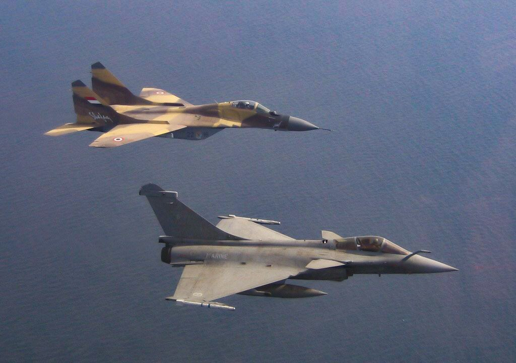 French Navy #RAFALE in flight with Egyptian MIG29 during joint drills in mediterranean sea #avgeeks #egypt #military #mig #planes #airforce<br>http://pic.twitter.com/amT1CLJyeD