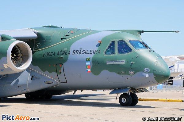 Closeup @embraer #KC390 @portalfab at @salondubourget #Brasil  #avgeek #aviation #planespotting #Aircraft   http://www. pictaero.com/fr/pictures/pi cture,268977 &nbsp; … <br>http://pic.twitter.com/tELvgI7EA6