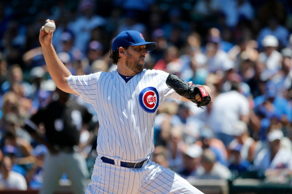 John Lackey strands the bases loaded in the top of the 5th. https://t....