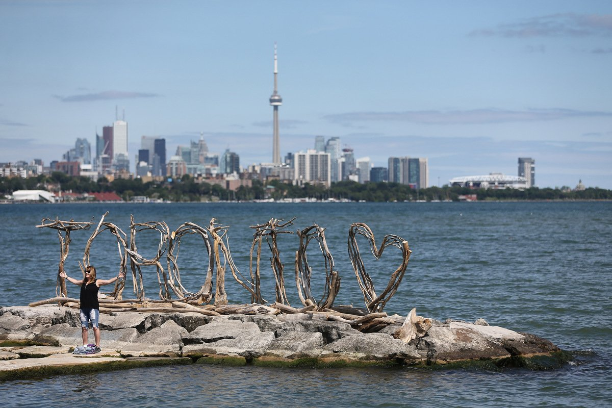 Toronto&#39;s newest &amp; hottest @instagram spot has to be the driftwood Toronto sign on a quay  in Humber Bay Park! #Toronto #TorontoBeachArt<br>http://pic.twitter.com/eTkYftcr1w