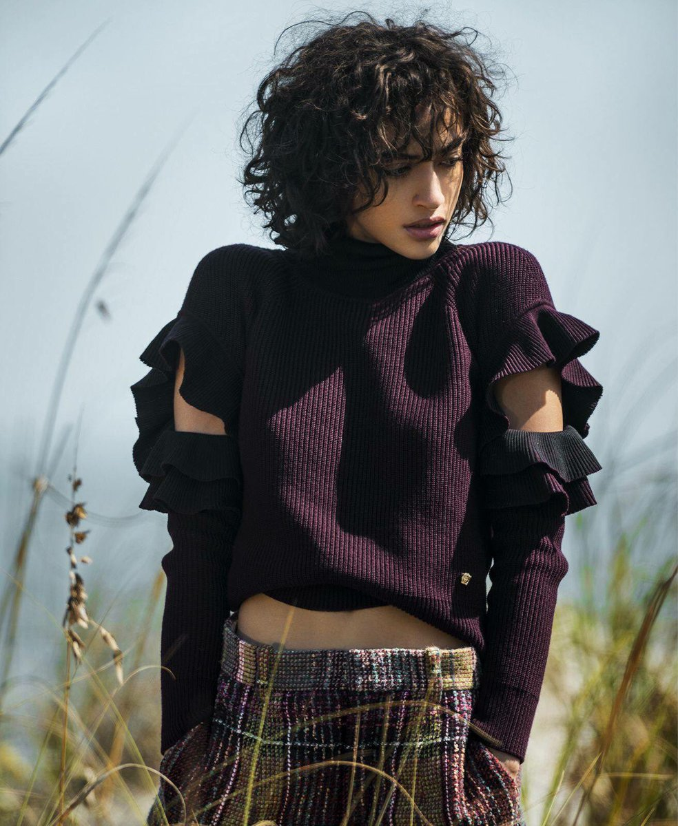 Versaceeditorials Alanna Arrington Ruffles Things Up In Knitwear From The Versacefw17 Collection Featured Share