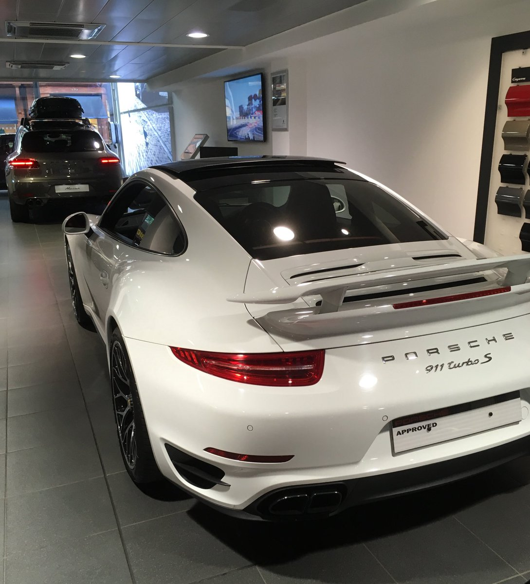 It&#39;s a #TurboTuesday taken in #London #PorscheMayfair  @PorscheRetail @BCJr @fokkerdude @PrestigeDiesels @CarSnapped @CalgaryPorsche<br>http://pic.twitter.com/0fPQh7cRSe