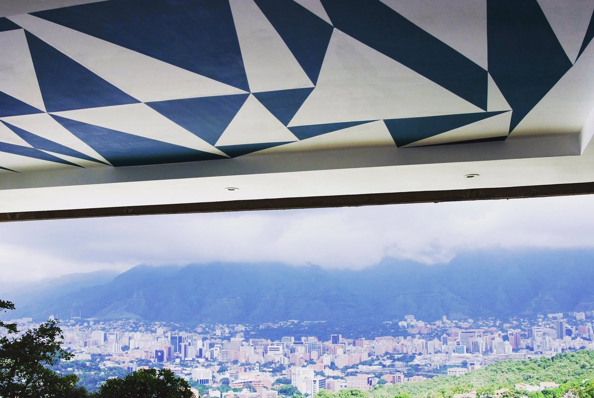 Today is Caracas 450 anniversary from foundation. This is my short lived mural Ofelia (2006-2009) El Ávila and #Caracas in the background <br>http://pic.twitter.com/0FJ0rA3jdA