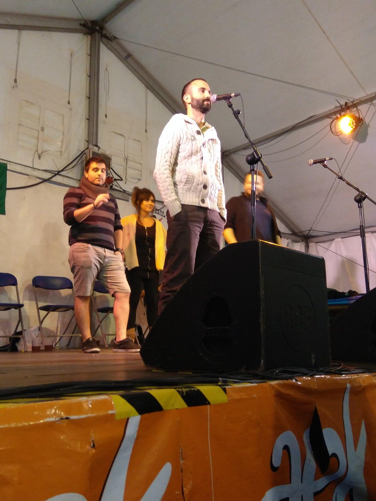 Bertso saio musikatua #euskalgunea #madalenak2017 https://t.co/vGhfHVUhXJ