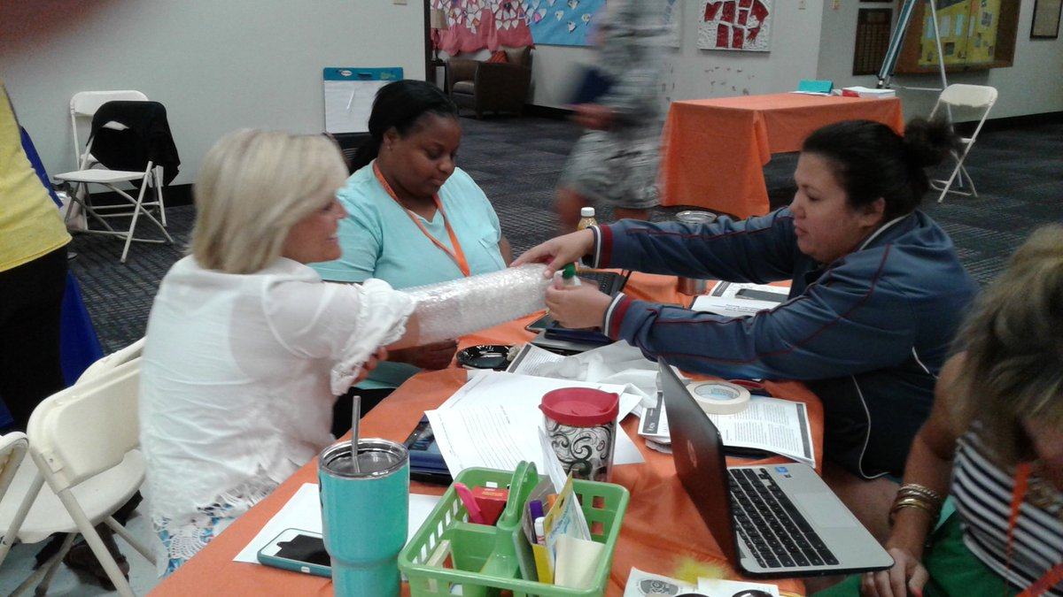 Expanding our STEM-R knowledge in @ParkwaySchools! Celebrating the learning of both students &amp; teachers! #STEM @PLTW_MO @PkwyElem  @PLTWorg<br>http://pic.twitter.com/xse9SZo1tP