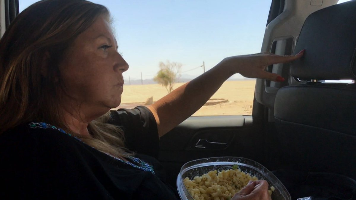 Abby Lee Miller cries and eats mac and cheese during her last moments before heading to jail. https://t.co/I6Bu0qjvy0