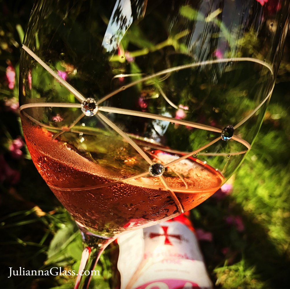 What we see depends on what we look for...  and I see rosé #wine  #TuesdayThoughts #WiningHourChat<br>http://pic.twitter.com/RDy157OWDl