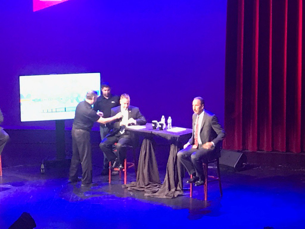 .@Kriseman + @bakerstpete getting mic'd up for #stpetemayor2017 debate...