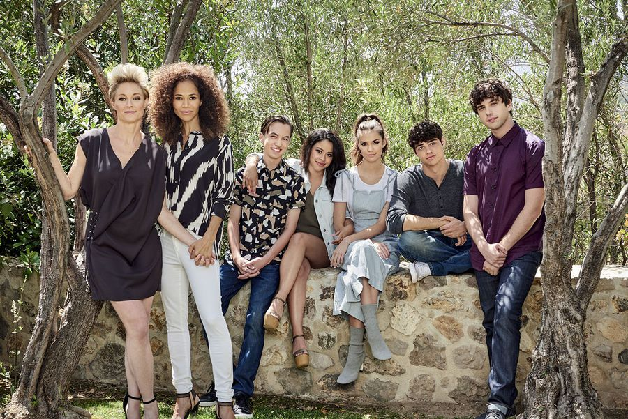 Chat with this BEAUTIFUL cast in FIVE minutes during a new episode of...