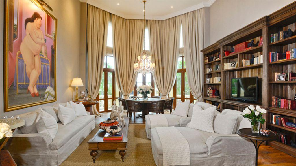 Sleep with a #FernandoBotero Masterpiece in Cartagena  http:// bit.ly/2v1zjmm  &nbsp;  <br>http://pic.twitter.com/OsLvGhPJzC