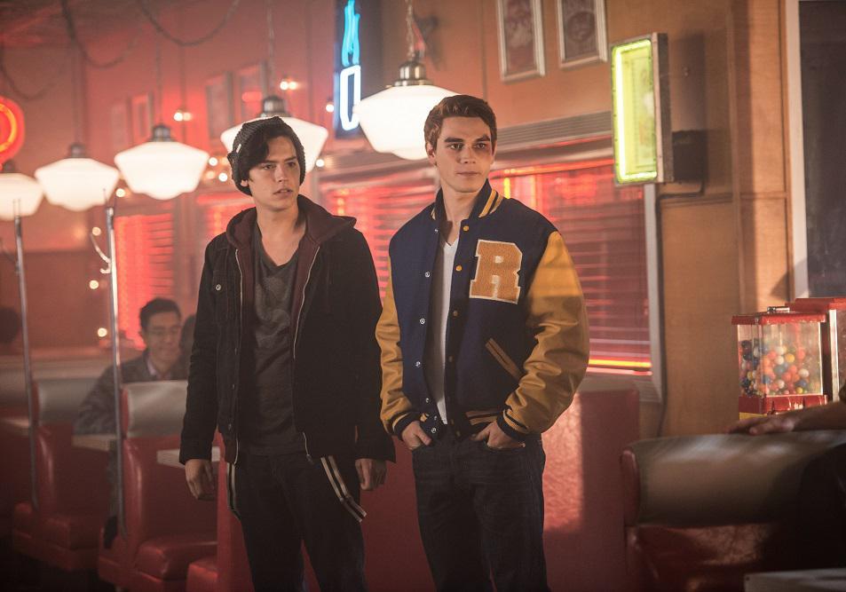 #Culture Riverdale, saison 2 : le trailer (inquiétant) dévoilé https://t.co/dX9Y2QBJOk
