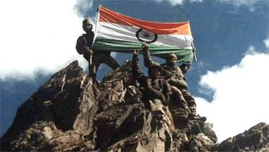 18 yrs since #KargilVijayDiwas .Tribute to those who lost their lives for the nation.Bow down to you& Salute to our true heroes,our soldiers