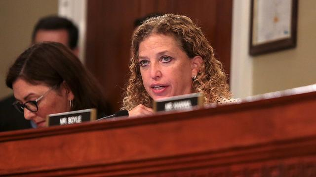 Wasserman Schultz staffer arrested trying to leave the country, charged with bank fraud https://t.co/anOxJdVpUb