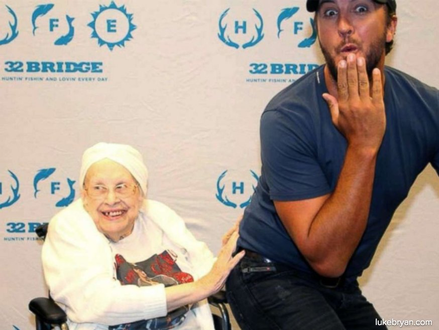 88-year-old woman with terminal illness meets Luke Bryan. 'She called it the 'night of her life.'' https://t.co/muGV3GmXZq