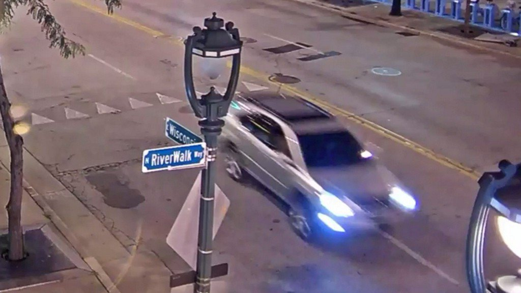 Police: Man fired gun, forced woman into vehicle in downtown Milwaukee https://t.co/SHolgGnAph