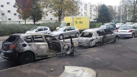 '897 voitures brûlées l #14juillete . On ne voit cela dans aucun autre pays européen. Et ça n'émeut personne ! ' Charles Pellegri #GGRMCni