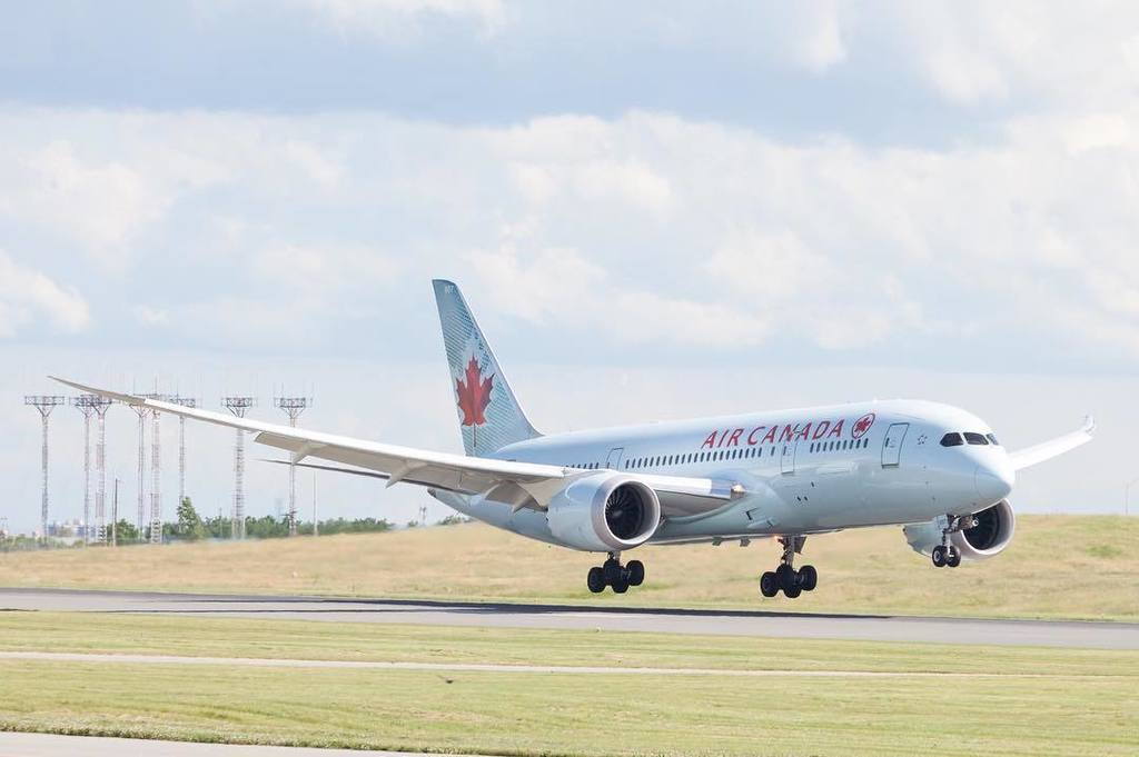 Awesome flex in the wings of this @aircanada #dreamliner on #wingwednesday. #avgeek #planespotter #planespotting #…  http:// bit.ly/2tISZeM  &nbsp;  <br>http://pic.twitter.com/sfhjCmeqpT