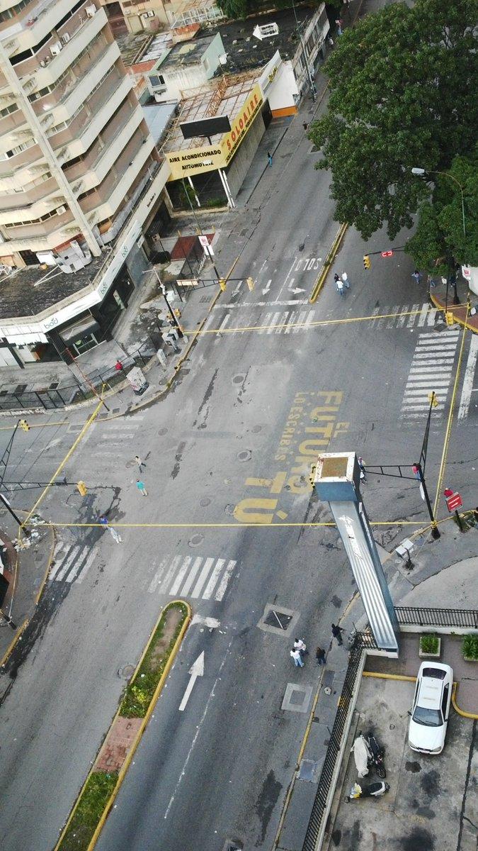 via @CHAPITA2010: TRANCADO av romulo gallegos boleita hora 06:30am #26julio  https://t.co/MBpg9C9Ukh #Miranda
