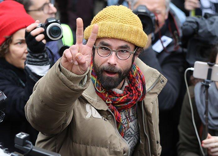 """EXCLUSIF VALEURS – Cédric Herrou, le """"passeur de migrants"""", a été incarcéré >> https://t.co/Io8Lf7UoJG"""