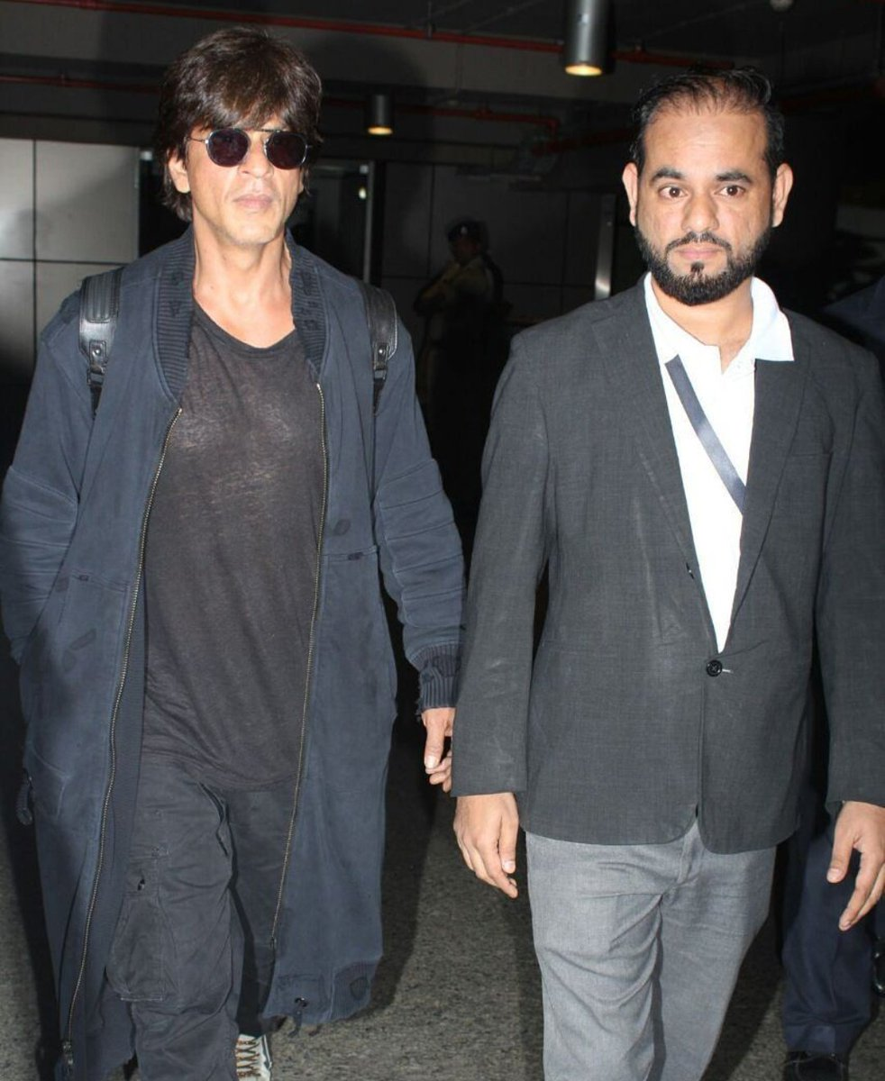 More #HQ pics: Forever stylish @iamsrk back in the city after His recent visit to LA.<br>http://pic.twitter.com/FE95ujEMl7