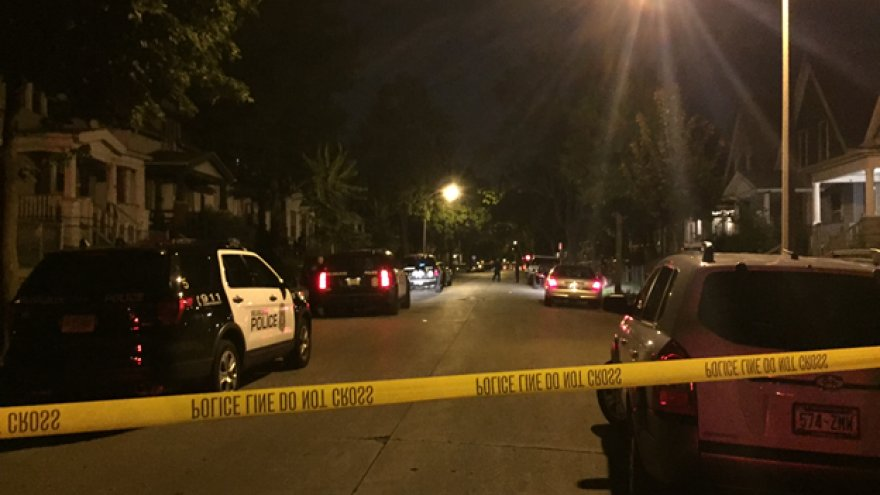 Police investigate double shooting on Milwaukee's north side https://t.co/SZvp41tY95