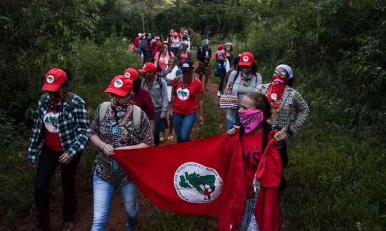 MST ocupa fazenda de Eike Batista em Minas Gerais https://t.co/lQjC5s26jZ