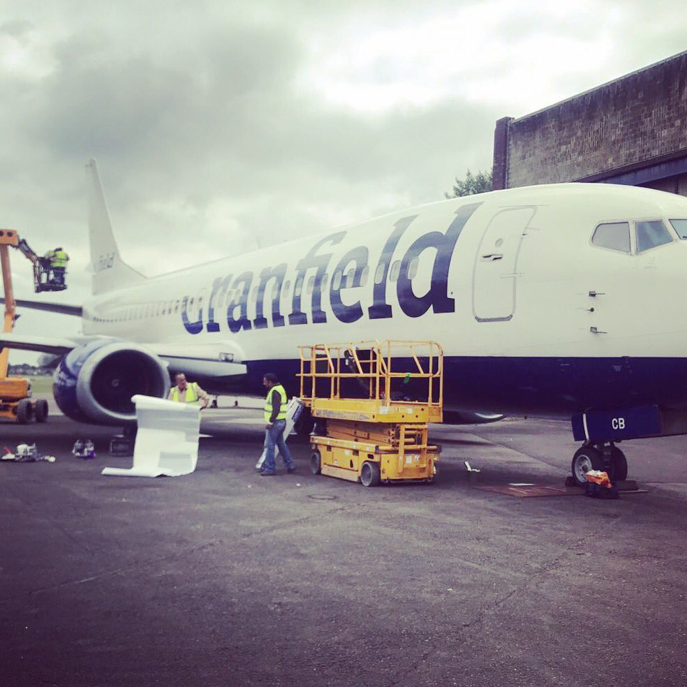 Just another day at Cranfield, branding our very own 737...  #aviation #avgeek<br>http://pic.twitter.com/88ciZmxPCX