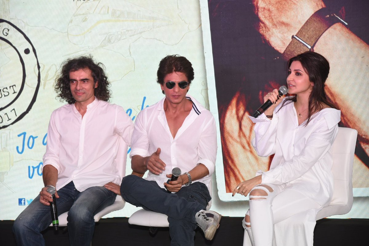 #HQ #Tagless pictures: @iamsrk with @AnushkaSharma @ipritamofficial &amp; #ImtiazAli at the launch event of #Hawayein today.<br>http://pic.twitter.com/CDa0EkYTtr