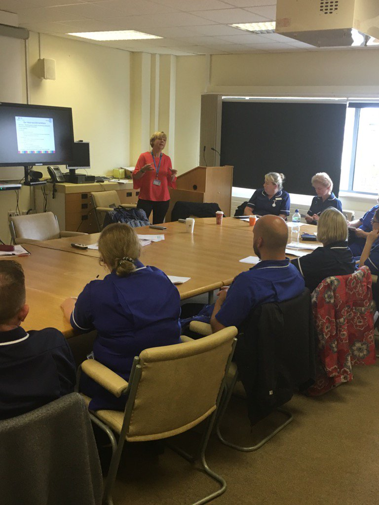 Band 7&amp;6 meeting with @LindaKeddie #endPJparalysis #behaviours #Finance #trust&amp;teamobjectives #leadershipmatters<br>http://pic.twitter.com/JGM48lD5qH