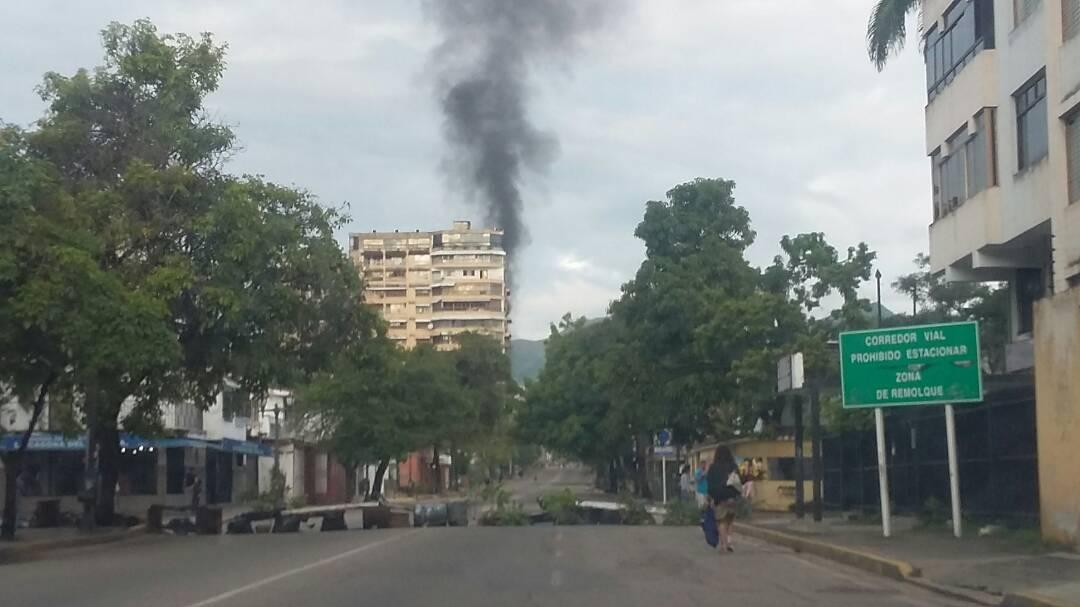 #AHORA 7:40am Cerrada Av Bolívar Norte altura Tijerazo #Valencia  (f/cortesía)