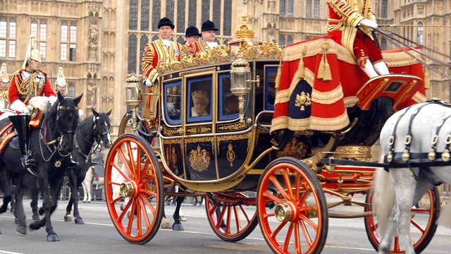 Get a glimpse into the lives of the Kings & Queens of England with these amazing attractions in  👉 #RoyalLondonhttps://t.co/YeURybfRdW