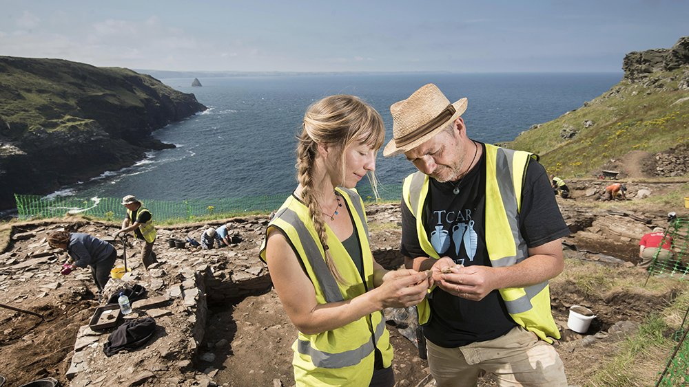 Join us as we dig deep into @EHTintagel's past this week for #FestivalofArchaeology! 👉 https://t.co/q5eEJJGOZI #TintagelDig https://t.co/SqjZ14RsTZ