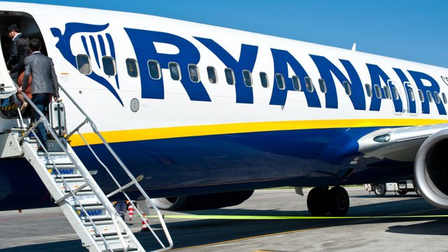 Parents Give Toddlers Wheelie Suitcases to Bend Ryanair's Baggage Rules https://t.co/7mEl3YKpsE
