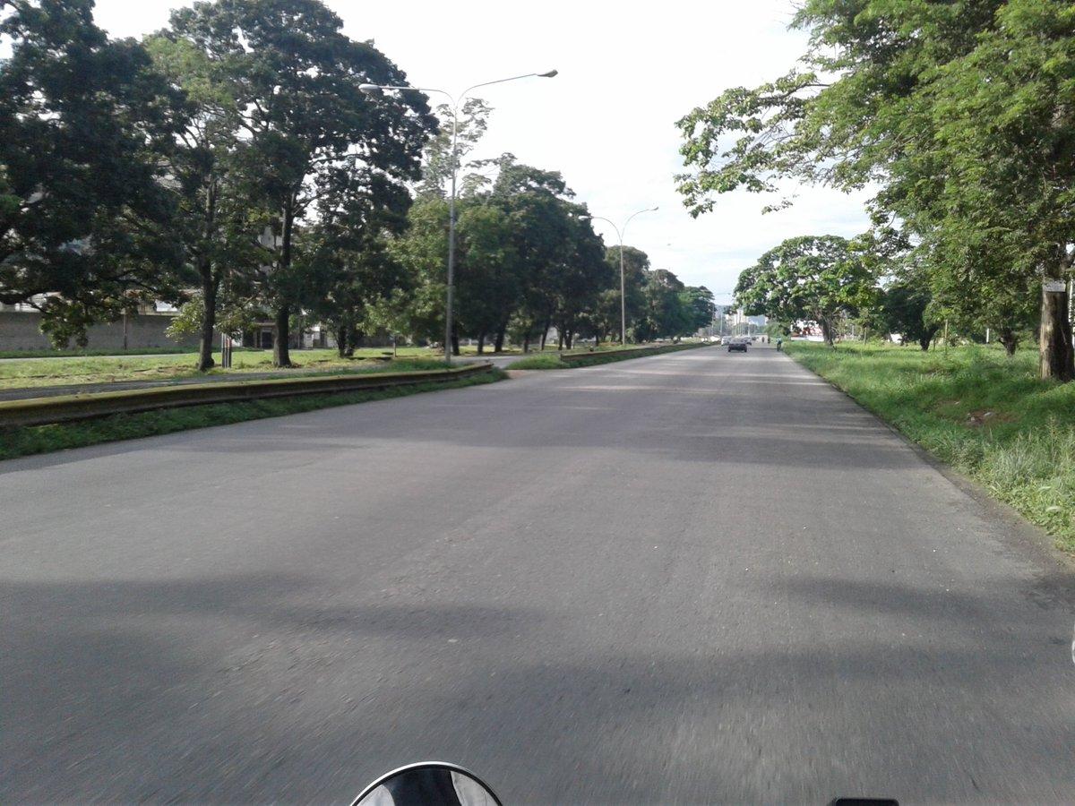 #AHORA 8:11am Autopista del Este sin novedad #Naguanagua #Valencia