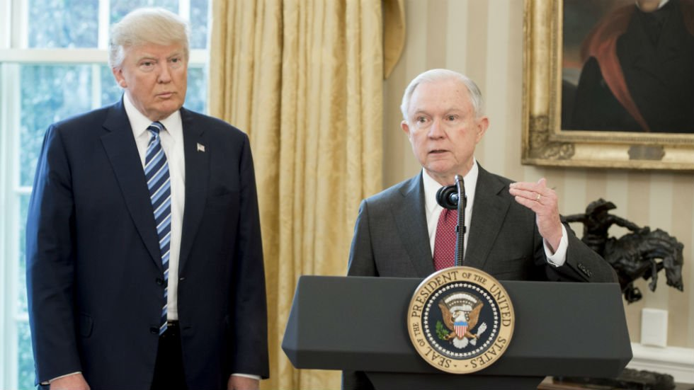 Top White House aides pleading with Trump to stop public attacks on Sessions: report https://t.co/1RaCOZ8Trr