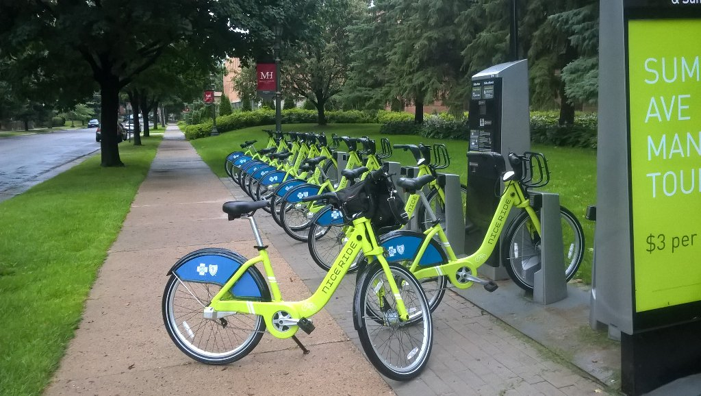 My fendered ride for today&#39;s drippy #stp #mpls #bikecommute. Reason #3204 why I&#39;m a #bikeshare fan. @niceridemn<br>http://pic.twitter.com/nrvYuQmSbC