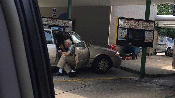 Viral photo captures 'beautiful display of love' between elderly couple https://t.co/Gih2nhmj8B