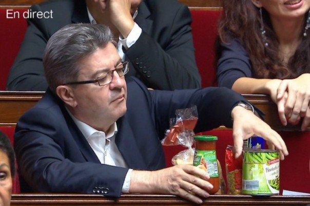Pour protester contre la baisse des APL, Jean-Luc Mélenchon brandit 5 euros de courses dans l'Assemblée  https://t.co/FKJbbeNn1P