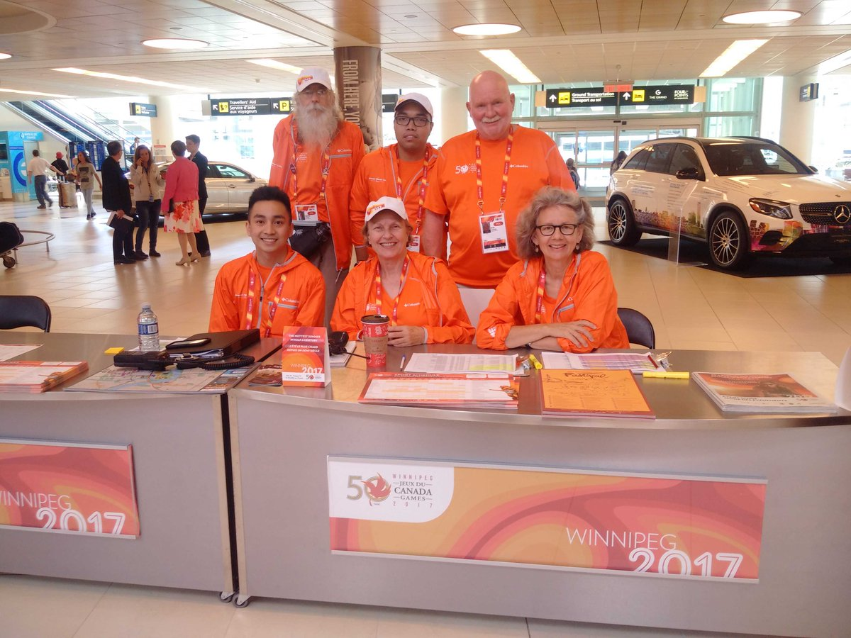 Awesome welcoming committee! Tks to #volunteers of @2017CanadaGames @CanadaGames<br>http://pic.twitter.com/Yh4X9W9kKh